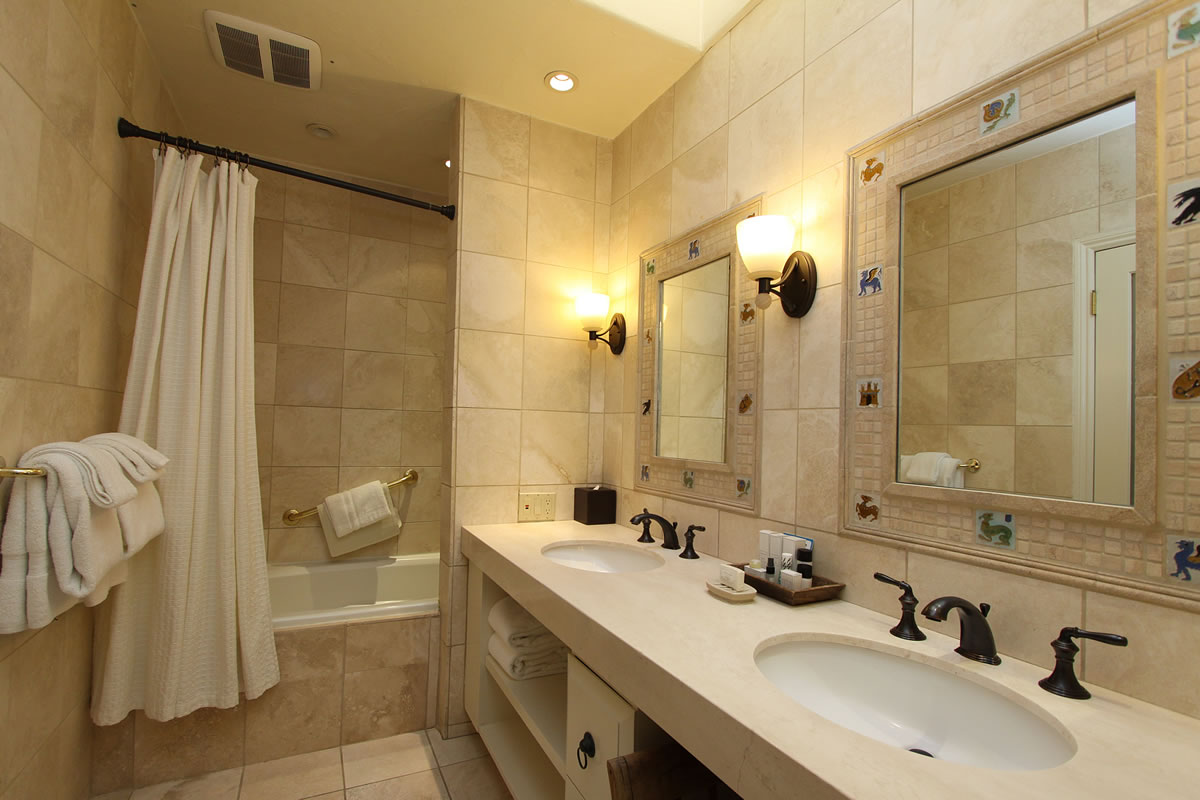 220-tower-suite-bathroom