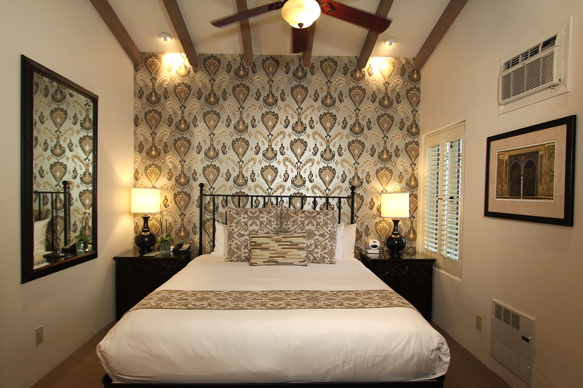 Carmel Hotel Rooms Amp Rates Cypress Inn Carmel By The
