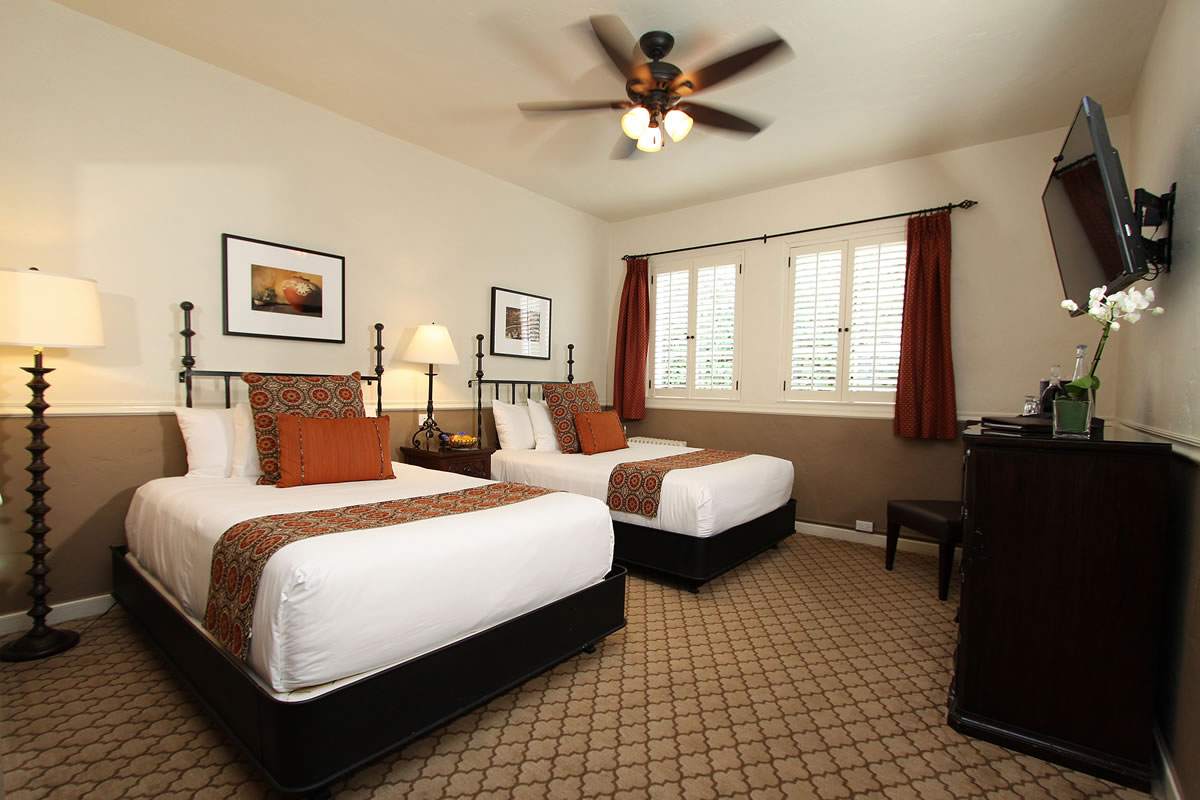 carmel bed   breakfast hotel guest room. Carmel Hotel Double Beds Rooms   Rates   Cypress Inn   Carmel by