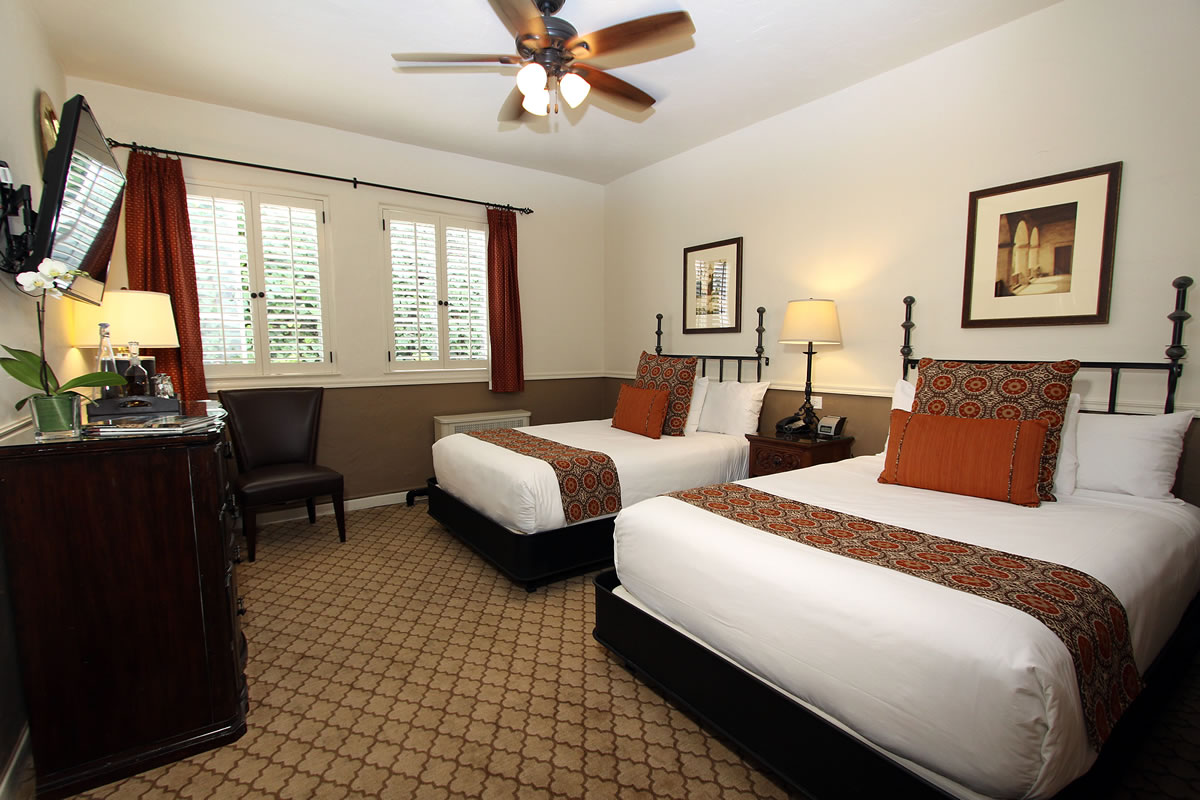 Carmel Hotel Double Beds Rooms Amp Rates Cypress Inn