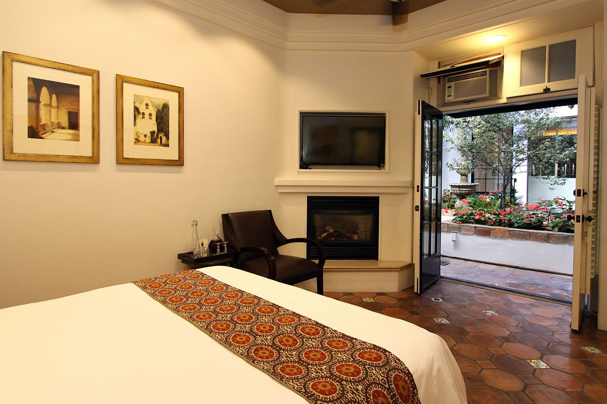carmel hotel rooms rates cypress inn carmel by the. Black Bedroom Furniture Sets. Home Design Ideas